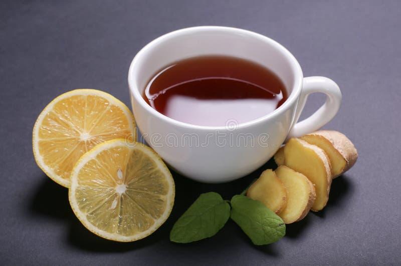 Download Filiżanka herbata obraz stock. Obraz złożonej z stół - 65226193