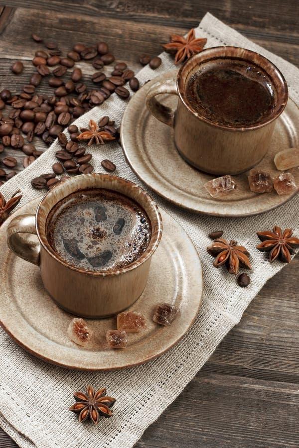 Download Filiżanka i kawowe fasole obraz stock. Obraz złożonej z ceramika - 53775927