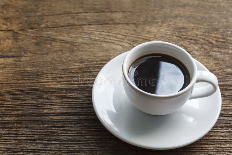 Download Filiżanka Kawy Na Drewnianym Stole Obraz Stock - Obraz złożonej z grunge, espresso: 53793131