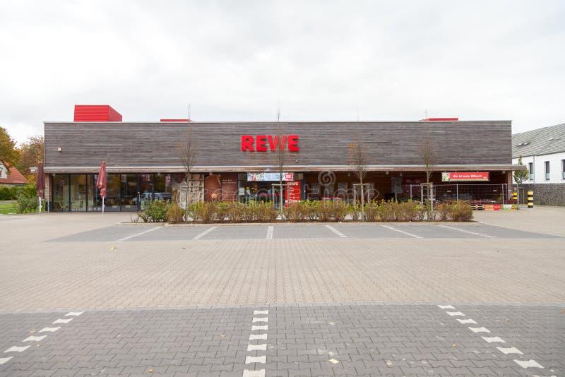 Filia od niemieckiej sieci supermarketów, REWE fotografia royalty free