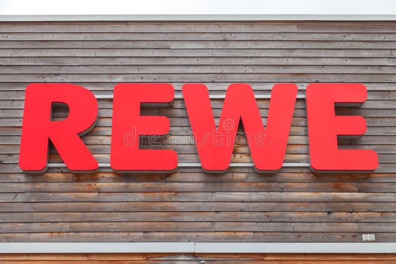 Filia od niemieckiej sieci supermarketów, REWE obraz stock