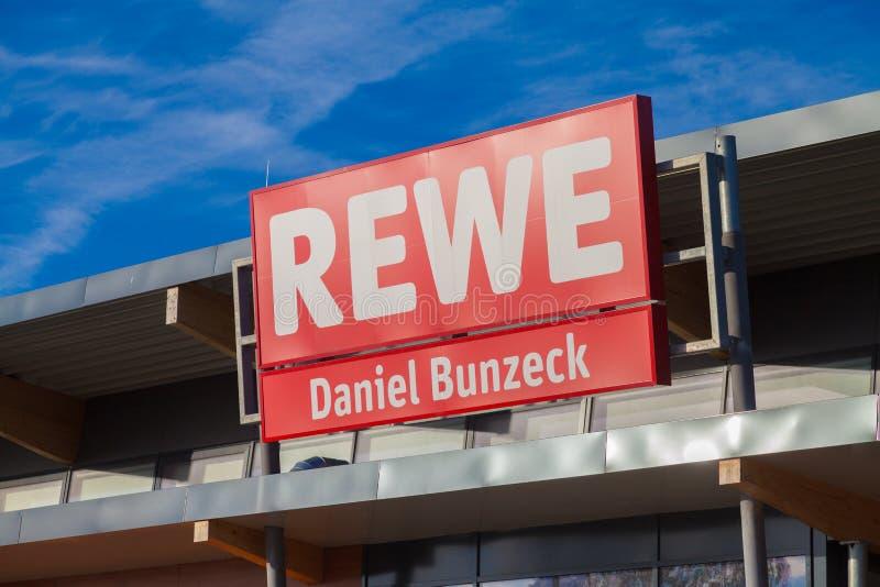 Filia od niemieckiej sieci supermarketów, REWE zdjęcia stock