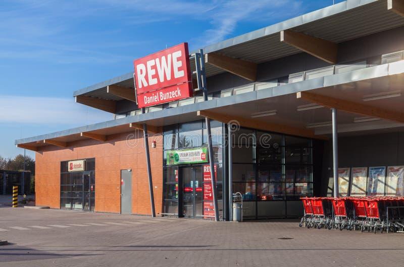 Filia od niemieckiej sieci supermarketów, REWE obrazy stock