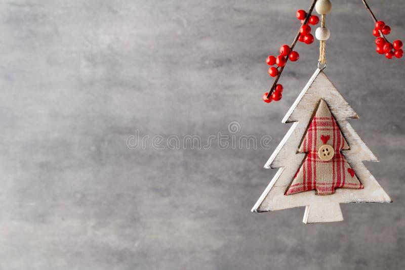 Filial med röda bär, juldekor royaltyfria bilder