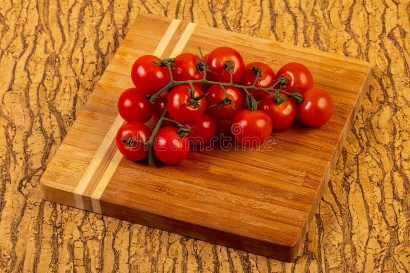Filiale matura del pomodoro immagine stock