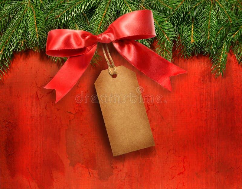 Filiali del pino con la modifica del regalo fotografia stock libera da diritti
