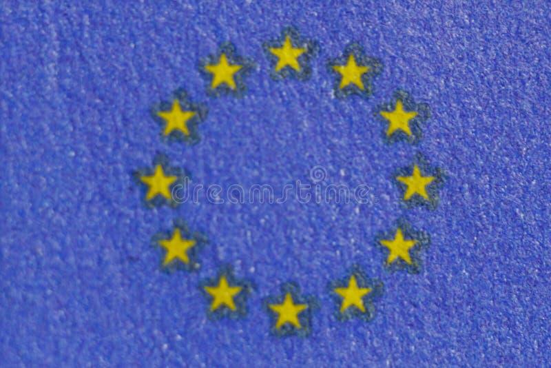 Filigrana protetora em cem contas do euro no macro proteção contra falsificar das cédulas hologram detalhe de papel imagem de stock