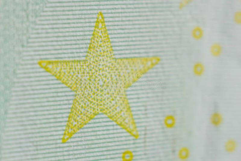 Filigrana protetora em cem contas do euro no macro proteção contra falsificar das cédulas hologram detalhe de papel fotografia de stock royalty free