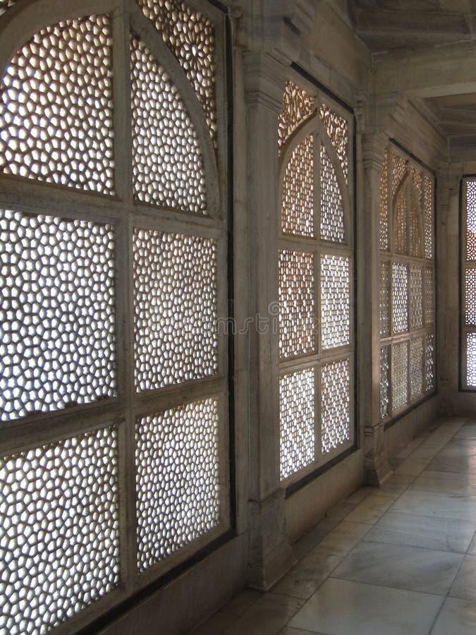filigree invecklad marmorskärm royaltyfria bilder