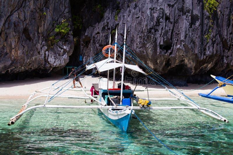 Filipijnse boot in Gr Nido, Filippijnen stock foto's