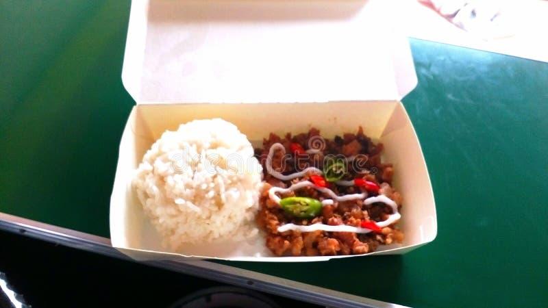 Filipijnse Voedseldelicatessen genoemd Sisig met Rijst stock fotografie