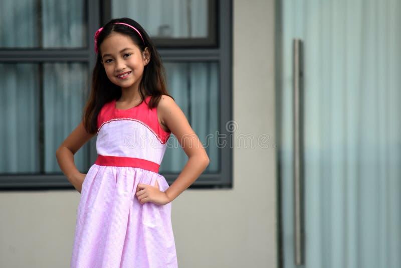 Filipina Girl de levantamento fotografia de stock royalty free