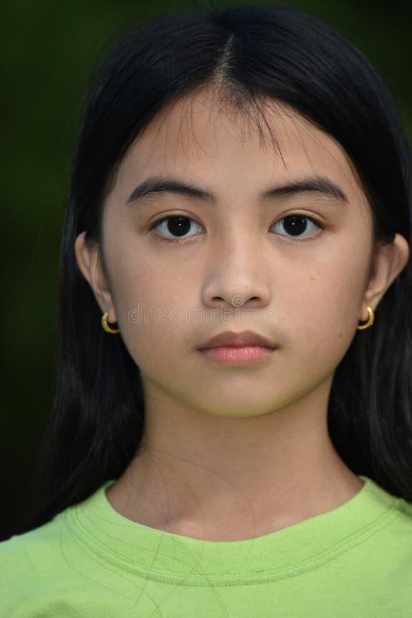Filipina Girl lindo serio imagen de archivo