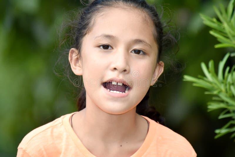 Filipina Girl Talking joven foto de archivo libre de regalías