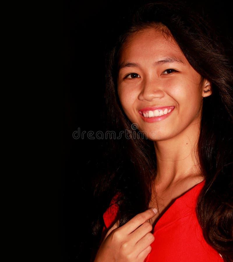Filipina joven del teenger que lleva una sonrisa fotografía de archivo libre de regalías