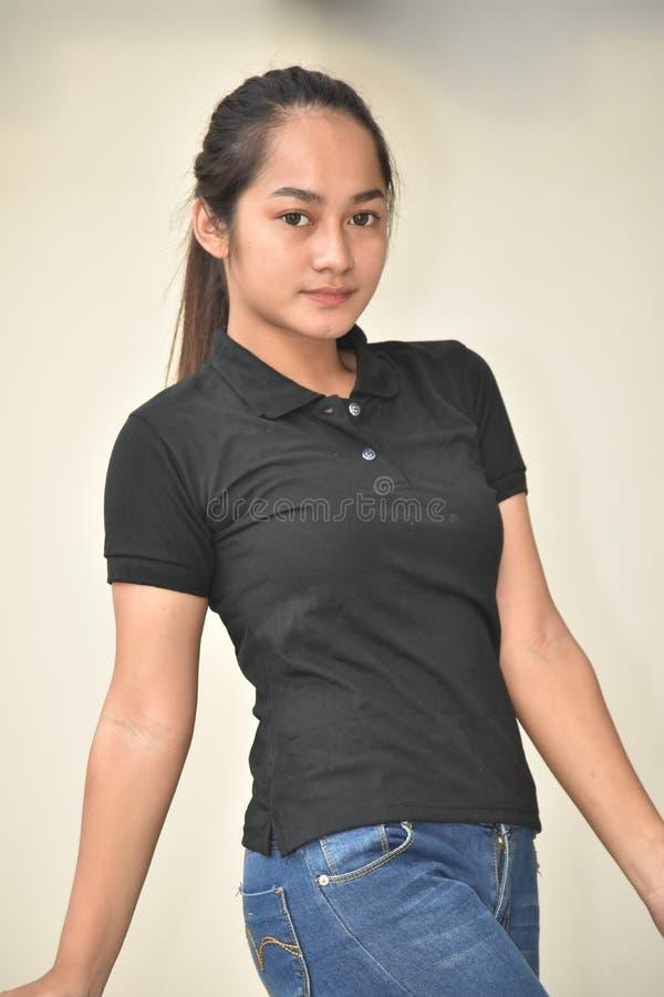 Filipina Youngster Posing lindo fotografía de archivo