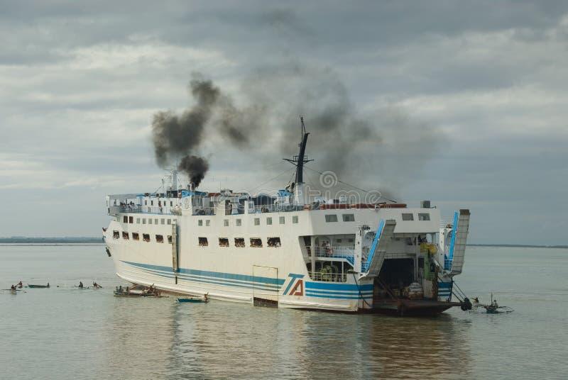 Filipinas apretaron llegada del transbordador fotos de archivo