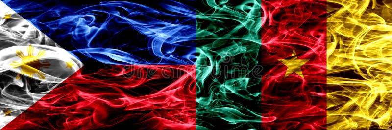Filipinas contra el Camerún, banderas camerunesas del humo colocadas de lado a lado Banderas sedosas coloreadas extracto grueso d fotos de archivo
