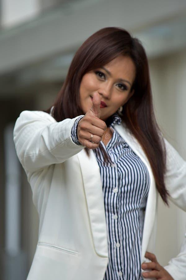 Filipinka Biznesowa kobieta Z aprobatami zdjęcia stock