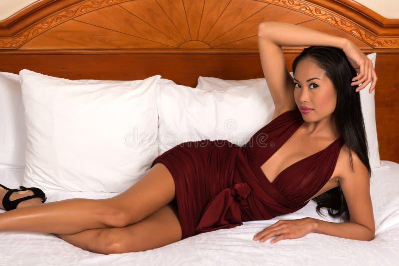 Filipinka w purpurach zdjęcia royalty free