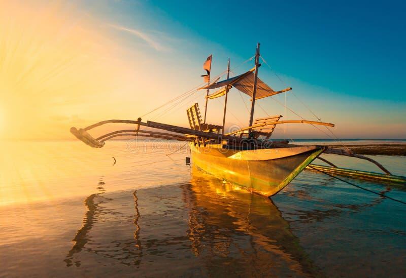 Filippijnen, zonsondergangboot! stock fotografie