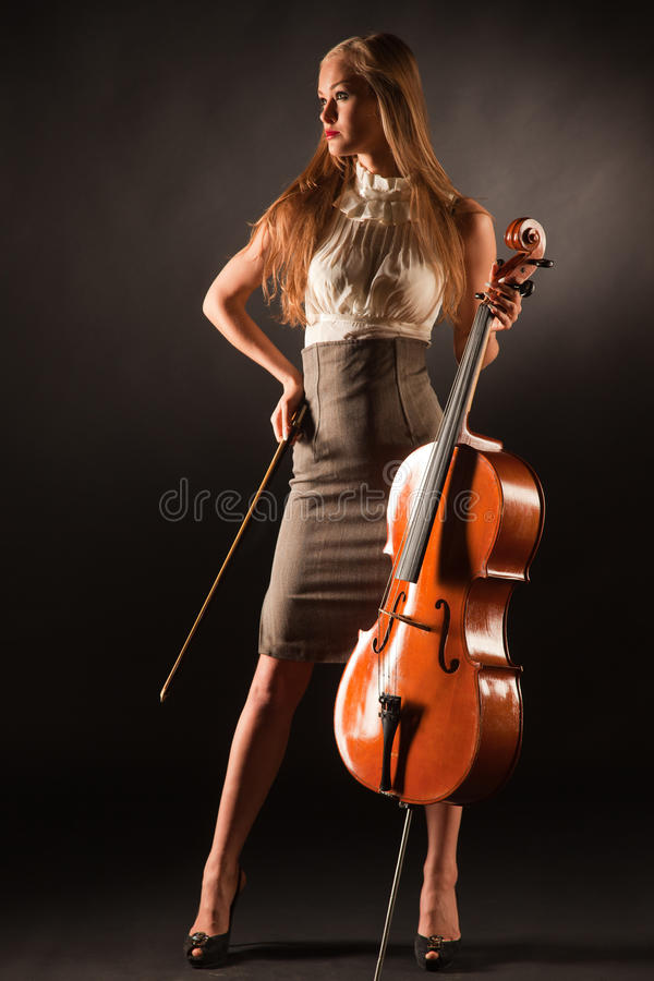 Fille élégante avec le violoncelle photo libre de droits