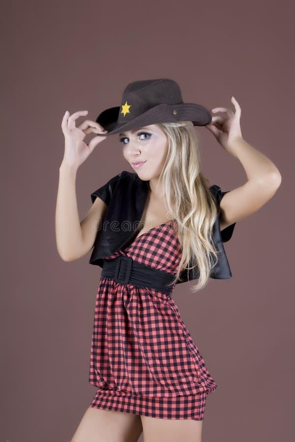 Fille émotive de charme dans un chapeau photographie stock