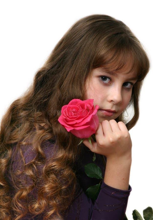 Fille-adolescent avec de longs poils. photographie stock