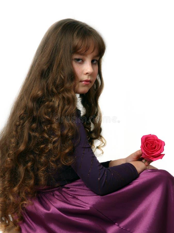 Fille-adolescent avec de longs poils. photos stock