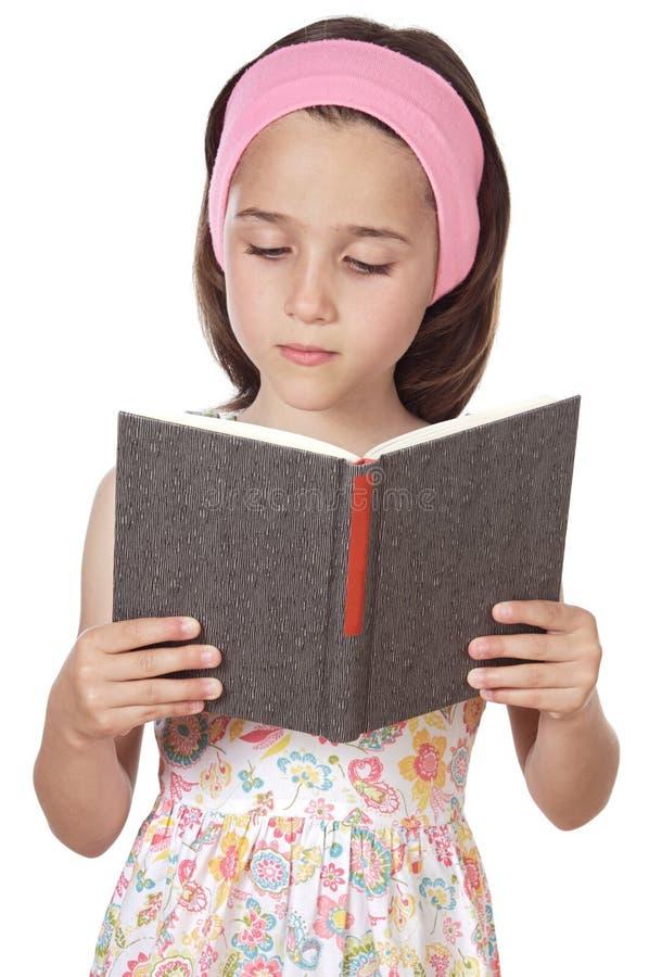 Fille affichant un livre photo libre de droits