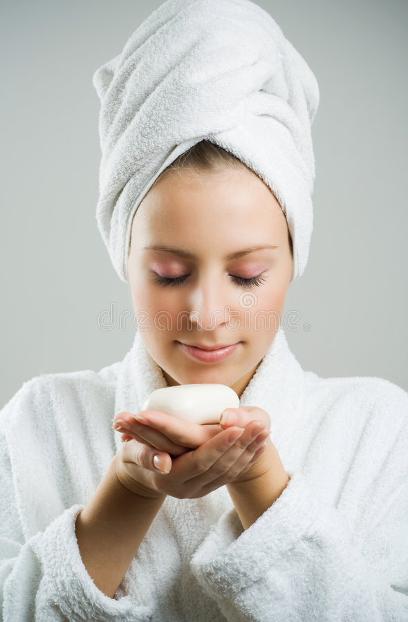 Fille après bain avec du savon. image stock