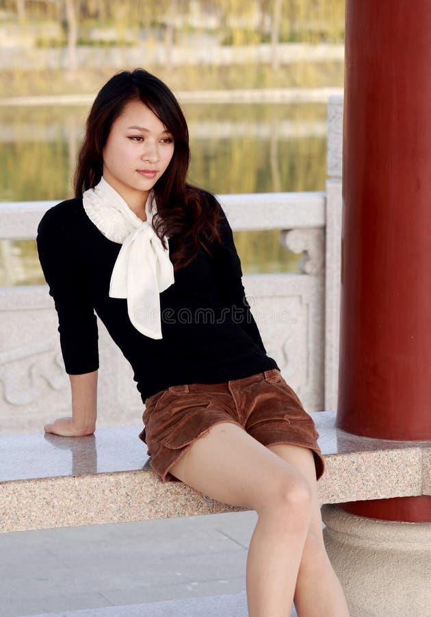 fille asiatique assez photo stock