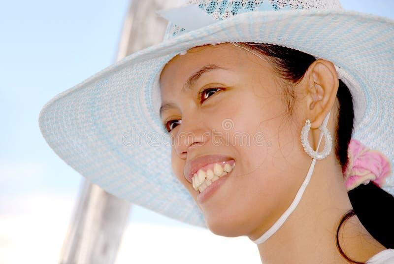 Fille asiatique attirante avec le chapeau image stock