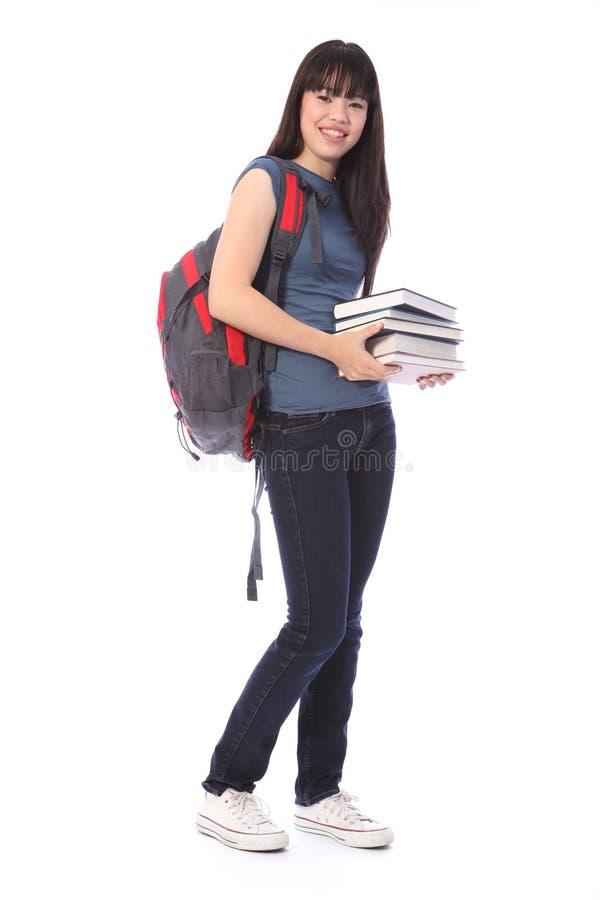 Fille asiatique d'étudiant d'adolescent avec des livres d'éducation photo stock