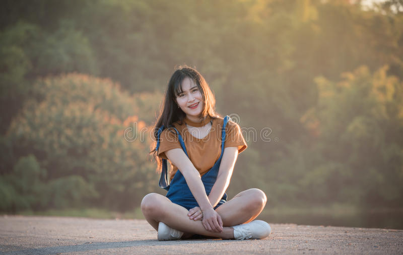 Fille asiatique de femme intelligente images libres de droits