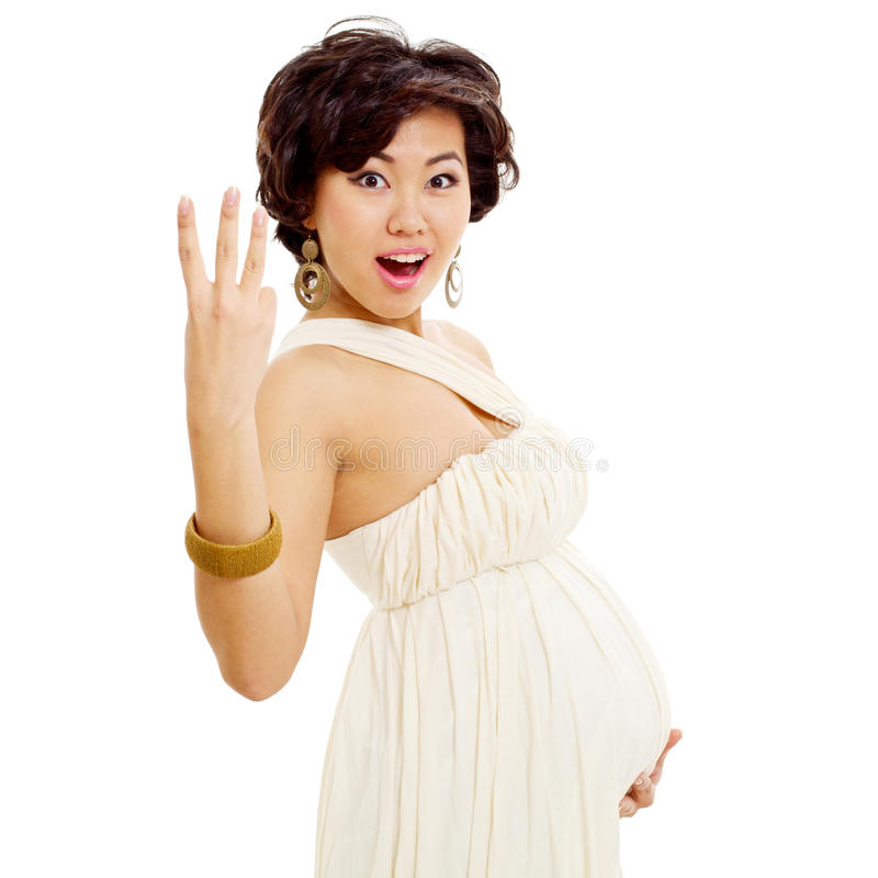 Fille asiatique enceinte enthousiaste photo stock