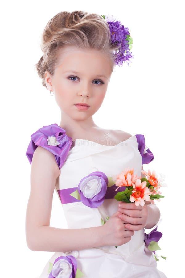 Fille assez petite avec le bouquet photos stock