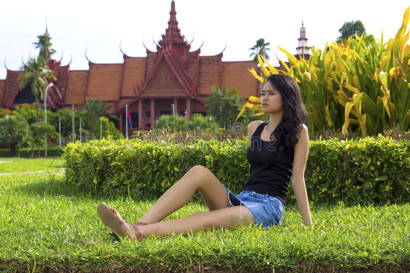 Fille attirante cambodgienne, Musée National photographie stock