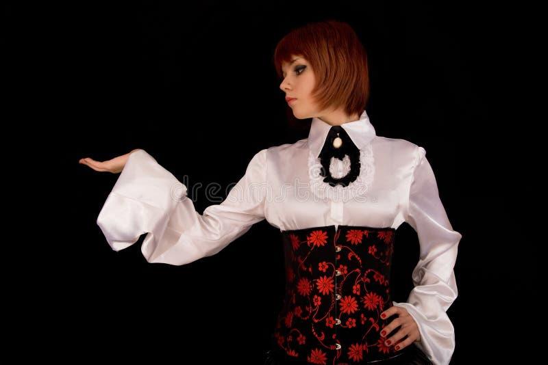 Fille attirante dans le chemisier et le corset blancs photographie stock
