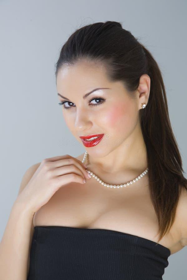 fille attirante posant le studio photographie stock