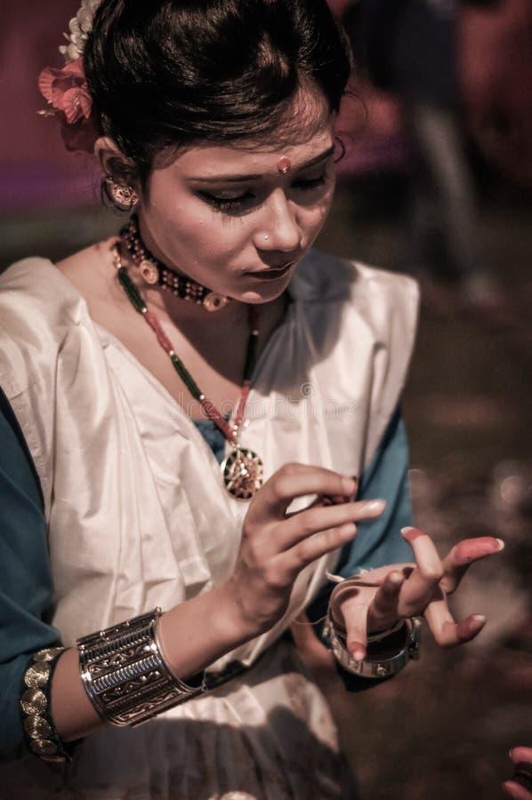 Fille avec des colliers dans Assam image libre de droits