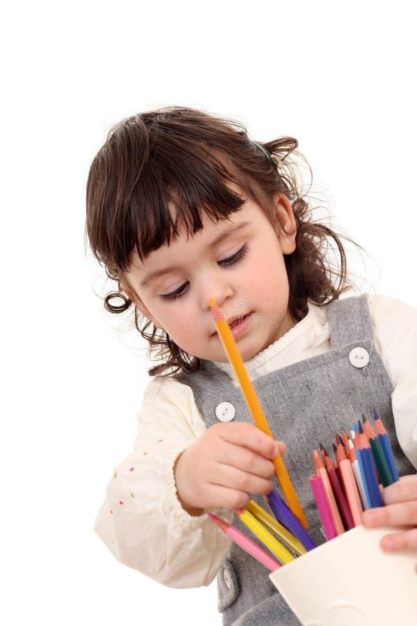 Fille avec des crayons images stock