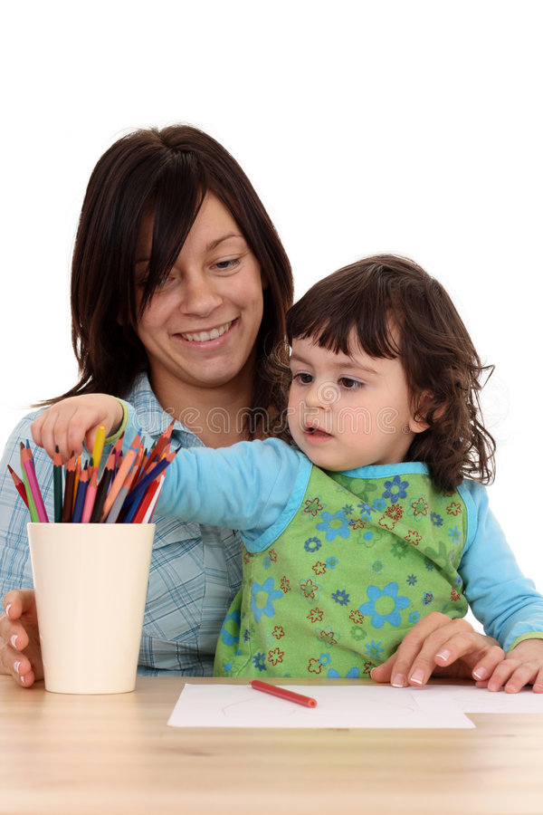 Fille avec des crayons image stock