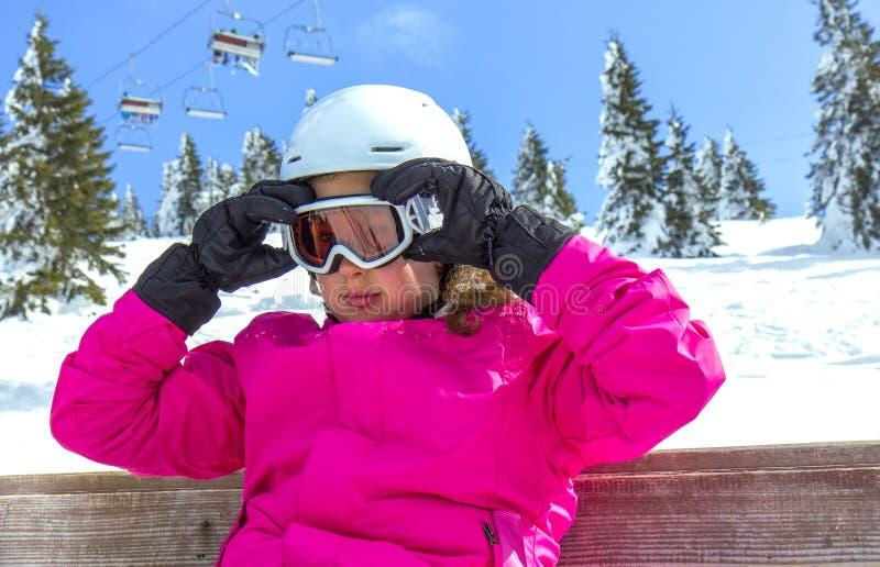 Fille avec des lunettes de ski photographie stock libre de droits