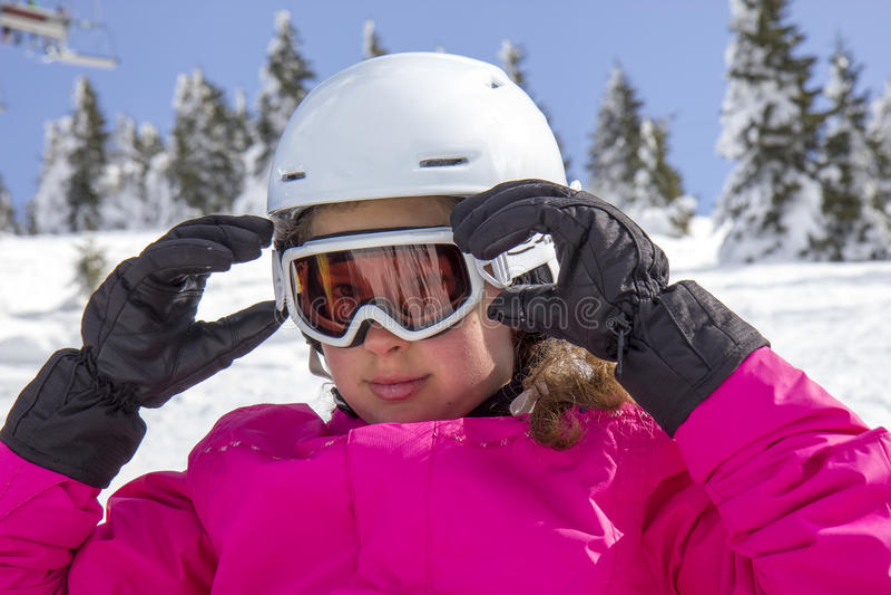 Fille avec des lunettes de ski image stock