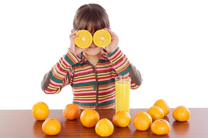 Fille avec des oranges photographie stock libre de droits