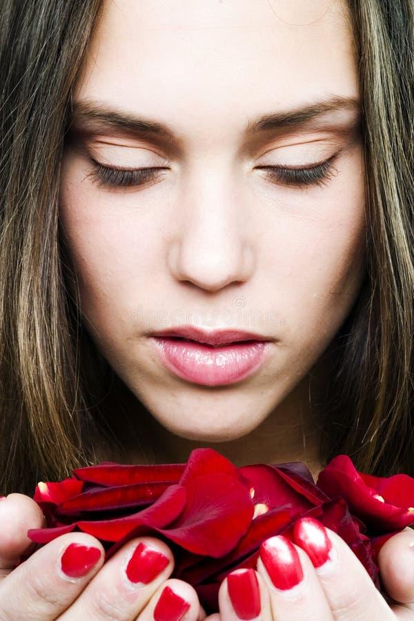 Fille avec des roses image libre de droits