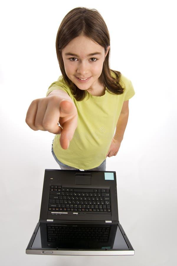 Fille avec l'ordinateur portatif photographie stock