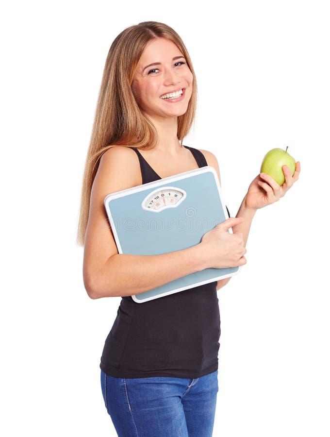 Fille avec la pomme verte et l'échelle personnelle image stock
