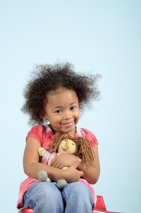 Fille avec la poupée images libres de droits